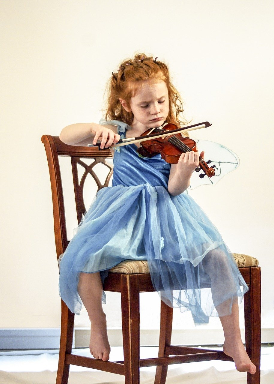 Penser à faire jouer avec un enfant, un instrument de musique viable